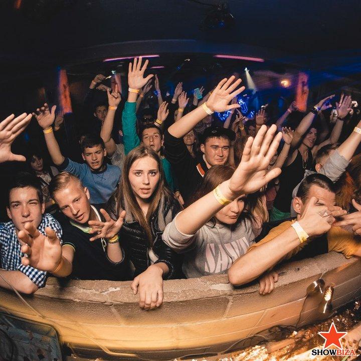 Вечеринки в закрытых женских клубах кто был стриптиз мужской в клубах москвы