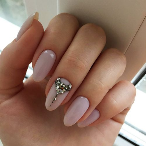 Almond Shape Nails With an Accent Design Picture 2