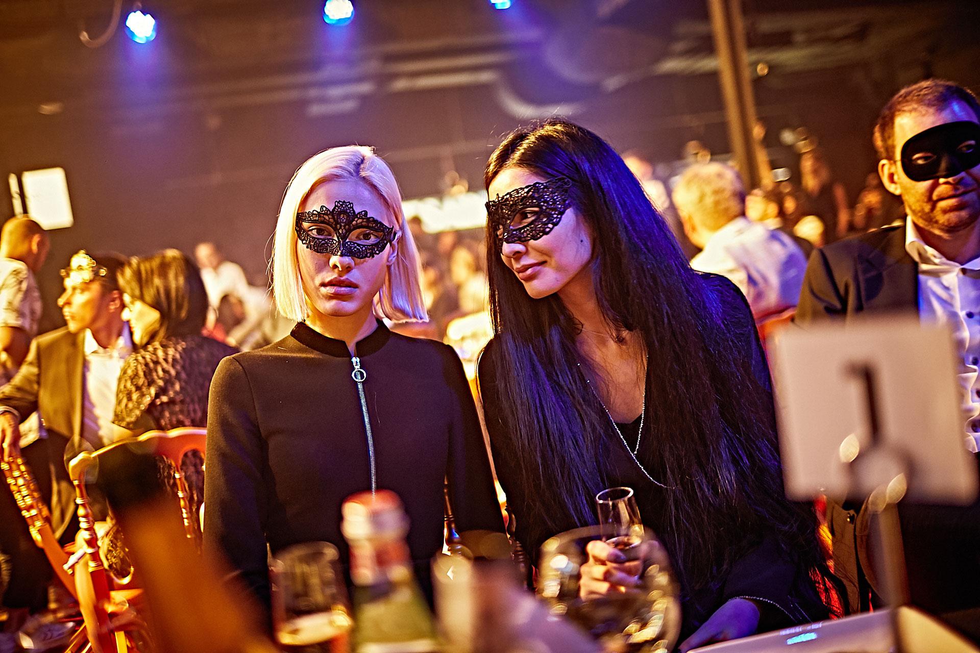 Вечеринки в закрытых женских клубах кто был клубы стриптиз полный